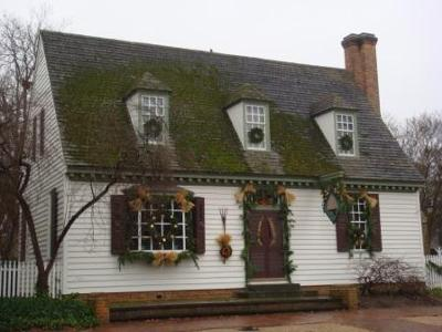 One of the Colonial Williamsburg buildings festively decorated for the holidays.